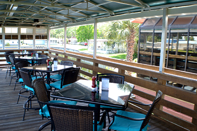 outdoor-seating-water-rooster-fish-grill-largo-florida
